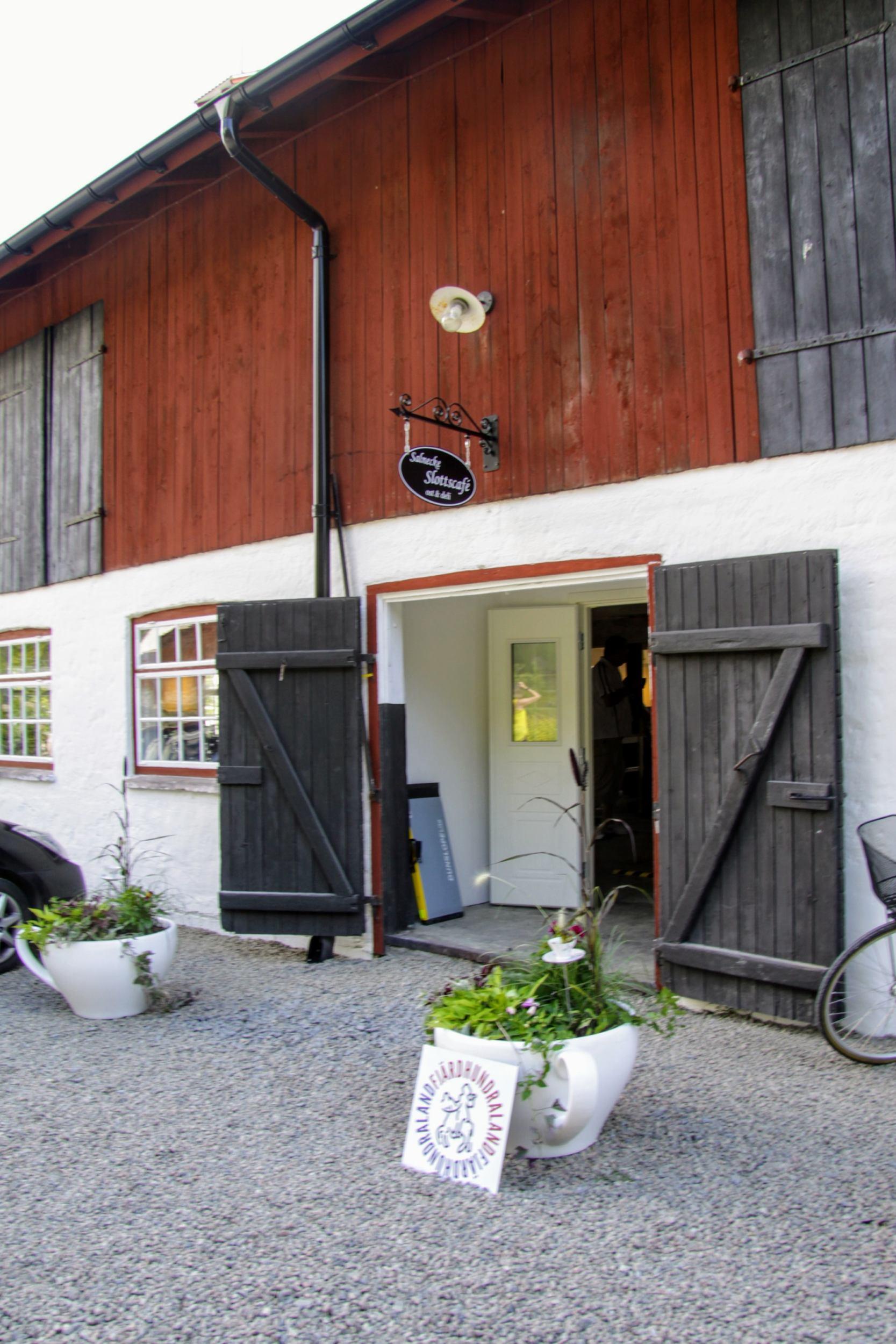 Salnecke castle café entrance