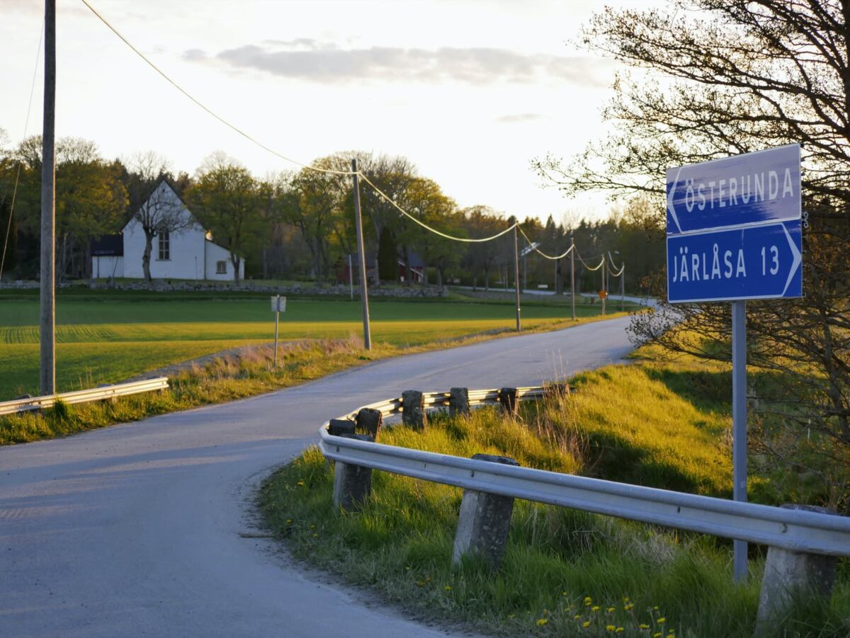 Sverigeleden towards Österunda church